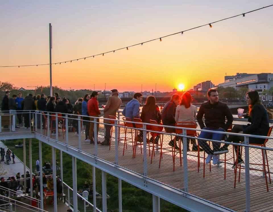 Nantes-bar-terrasse-coucher-soleilc