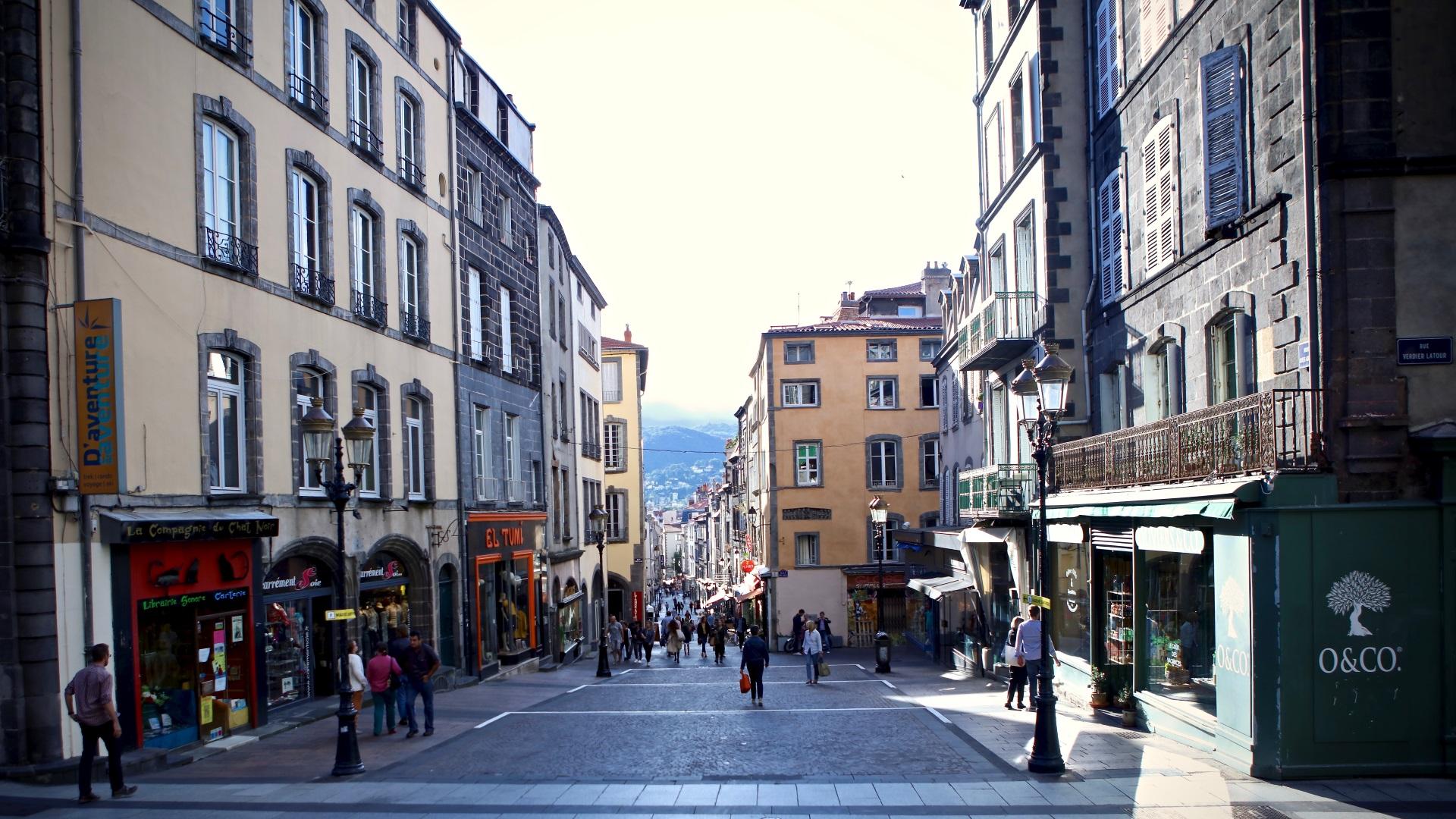 Clermont Ferrand rue commerçante