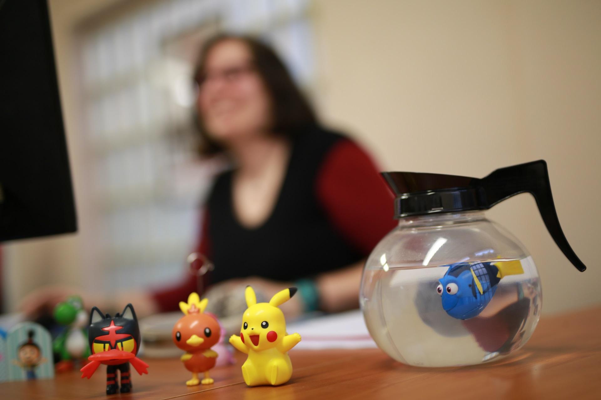 Logipro bureau femme figurines