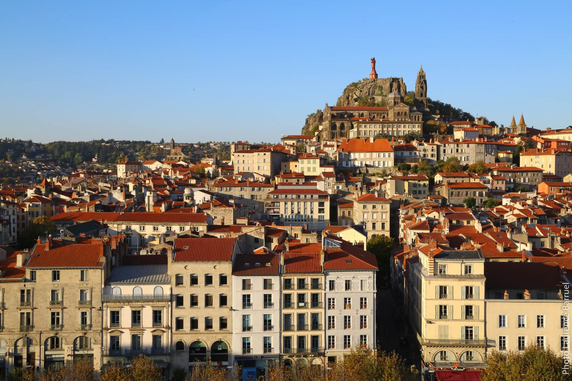 Puy-en-velay vieille ville rocher