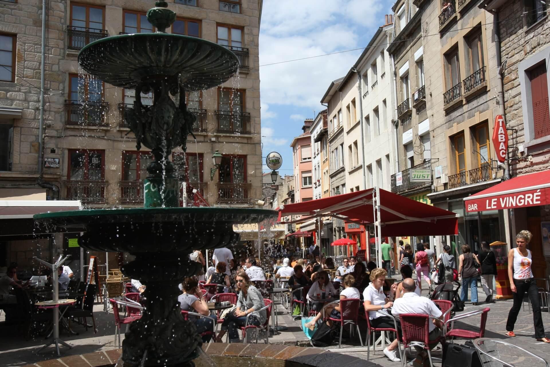 Saint Etienne centre ville fontaine terrasse