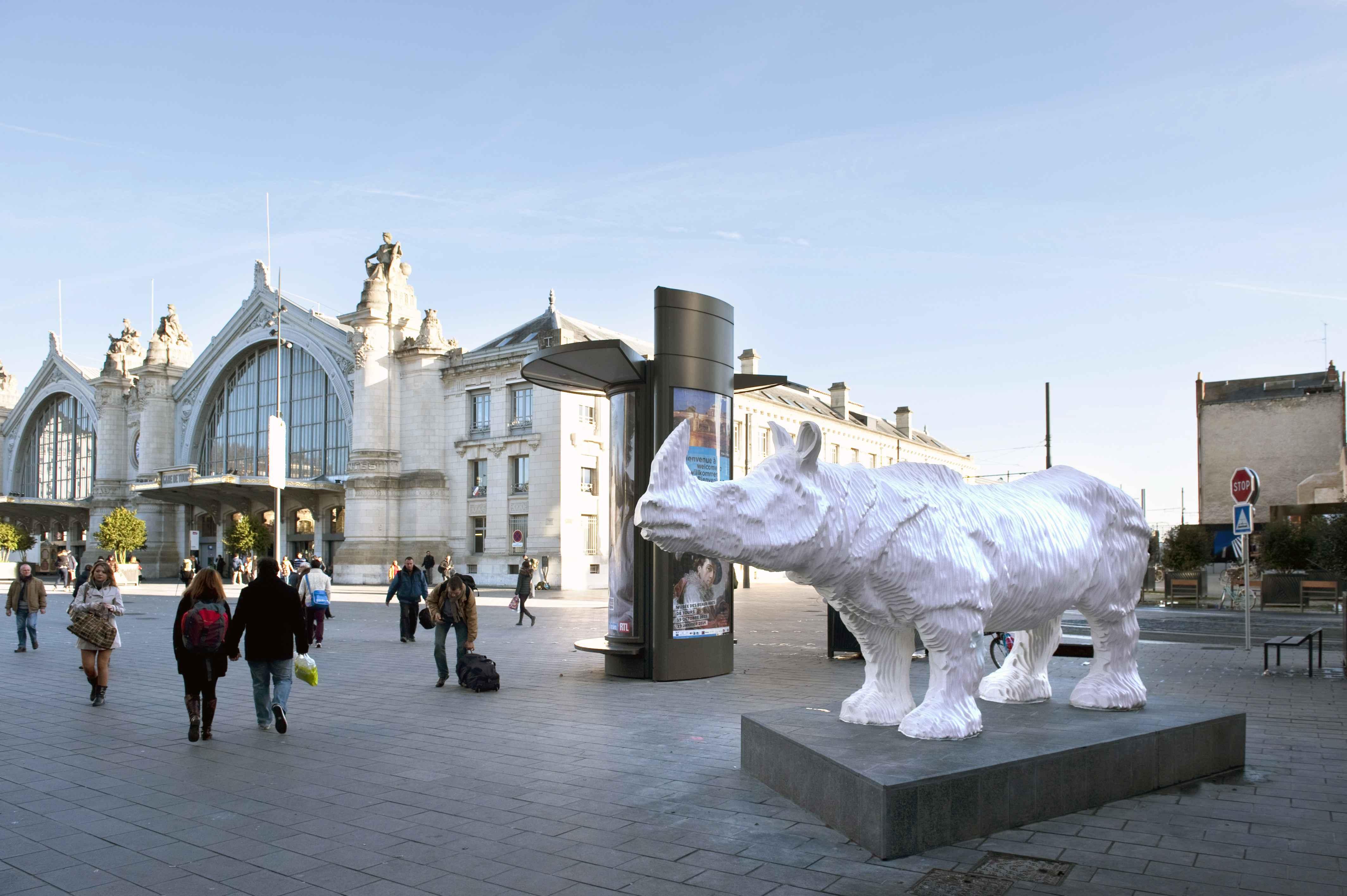 TOURS_rhinoceros_entree_rue_de_bordeaux