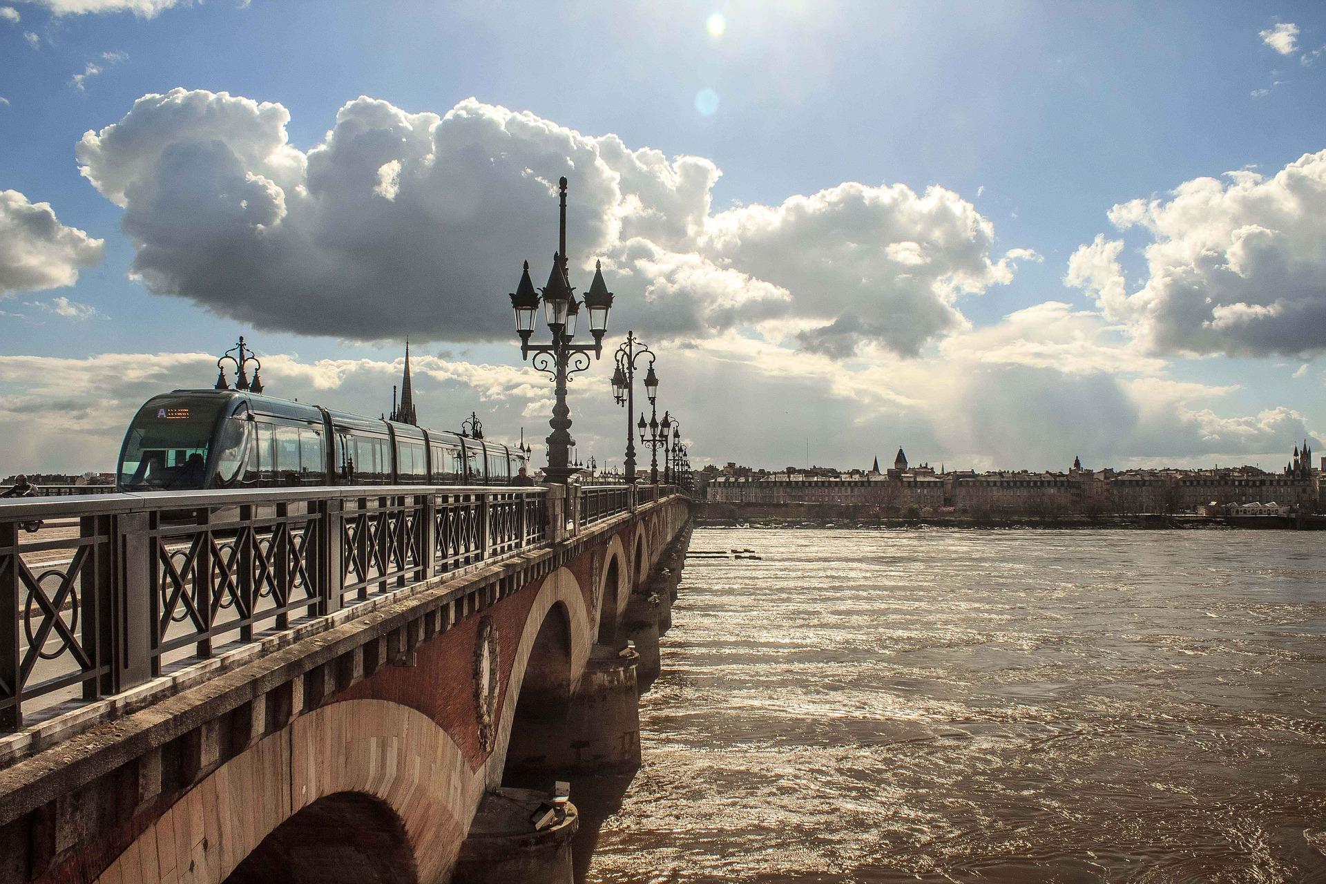 Bordeaux pont garonne